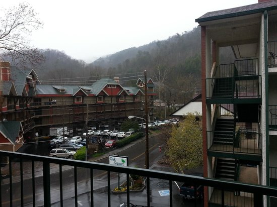 Oak Square at Gatlinburg: View from the balcony was nice, but most rooms just look at the other rooms, ours was on the end