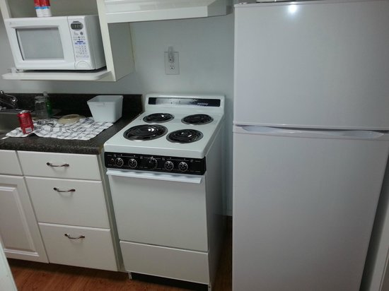 Oak Square at Gatlinburg: stove in kitchenette