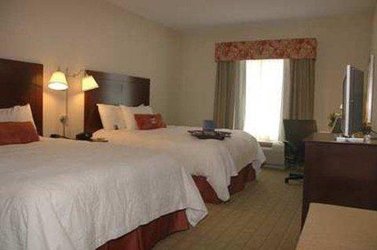 Hampton Inn & Suites Waxahachie: Double Queen Room