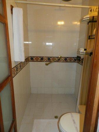 Bantu Hotel By Faranda Boutique: Room 106 Shower