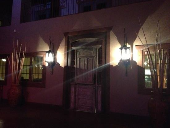 Crossfire Steakhouse & Cantina: entrance from cantina to restaurant