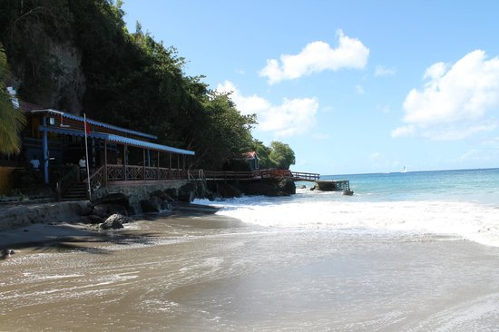 Ti Kaye Resort & Spa: Beach grill and dive shop
