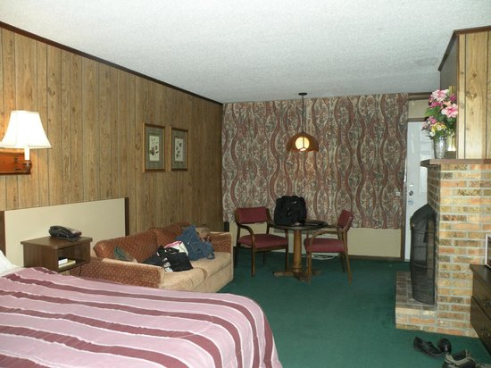 Kingwood Inn : Living portion of the room