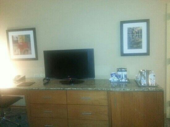 Hilton Shreveport: 2 queen room