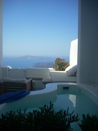 Irini's Villas Resort: área externa c piscina