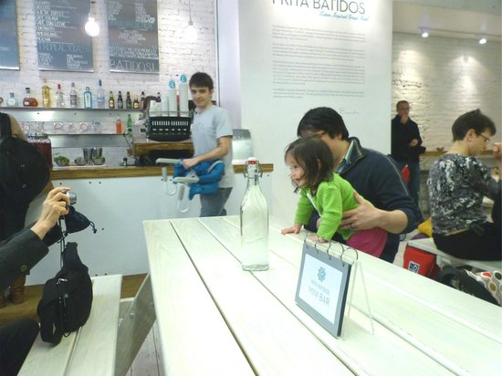 Frita Batidos Waiter with Child Seat