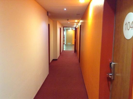 B&B Hotel Rhynern-Nord: environnement tres calme.