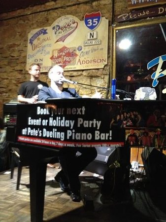 Pete's Dueling Piano Bar: This guy was awesome...