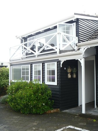 The Cottage Mews Motel Taupo: Lake view room