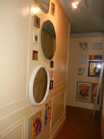 Hostal La Fontana: Loved the hallways