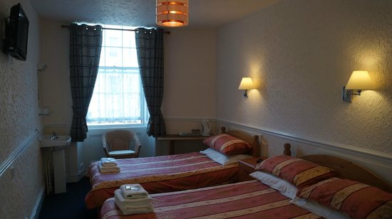 Hampton Court Guesthouse: room