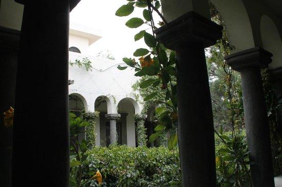 Casa Mision de San Miguel: patio