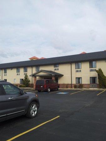 Eastbrook Inn: Hotel Parking