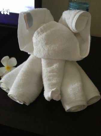 Thara Patong Beach Resort & Spa: Elephant on bed