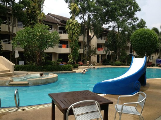 Thara Patong Beach Resort & Spa: One of the sparkling pools