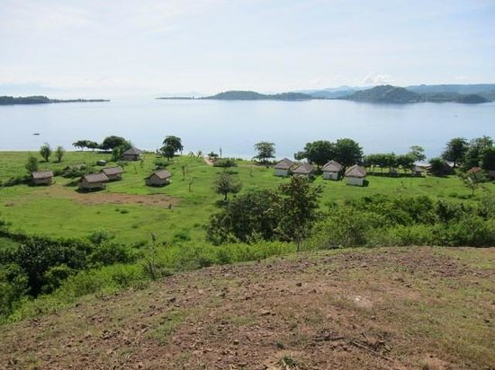 Pearl Beach Resort: View the hill behind, 4 bungalows on the right, 4 bamboo huts on the left.