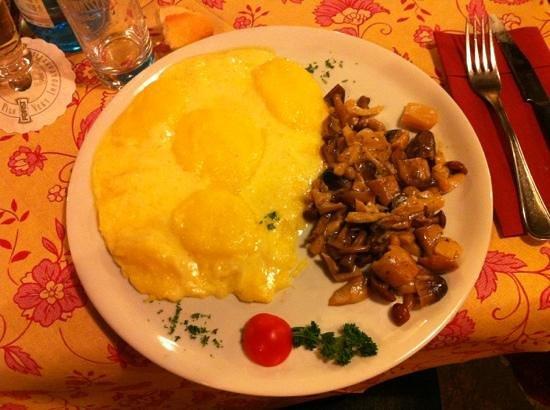 Te Cevena: Spettacolare: funghi con polenta e formaggio