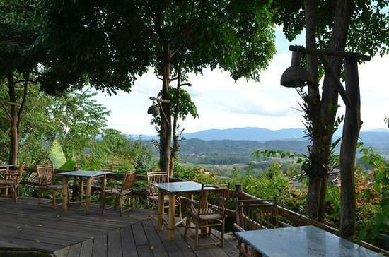 Phu Chaisai Mountain Resort: Outdoor dining area