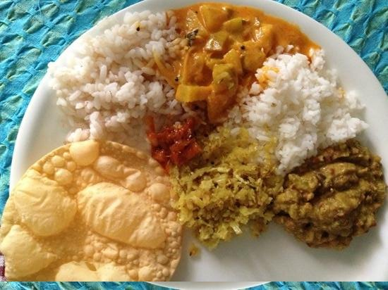 Pattarumadom Ayurveda: my first meal at the center! yummy!
