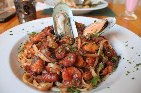 Ir Rokna Restaurant and Pizzeria: Seafood pasta