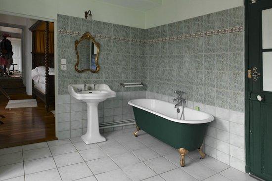 Le Val du Roy: Salle de bains de la chambre Antoinette de Bourbon