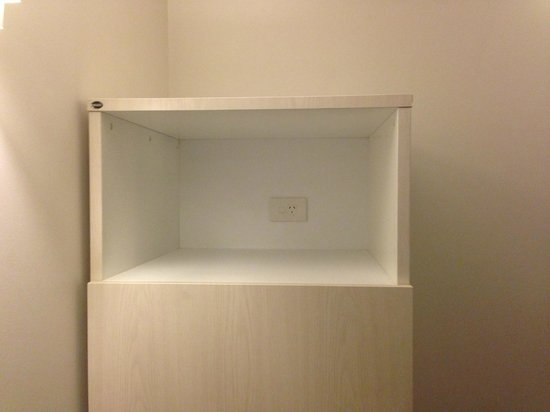 Mercure Wellington Central City Hotel and Apartments: Missing microwave (despite being advertised)