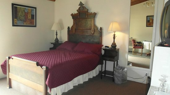 Fort Ross Lodge: room 2