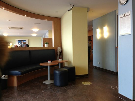 B&B Hotel Frankfurt-Hahn Airport: Reception