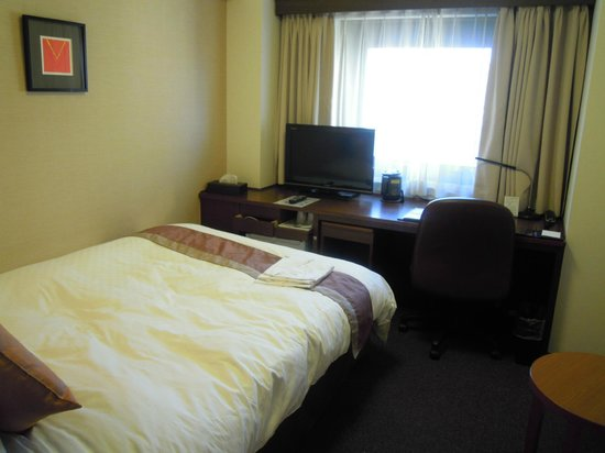 Richmond Hotel Sendai : ツインルーム デスクが広い。