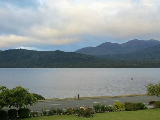 Lakeside Motel & Apartments: Lake Te Anau from room