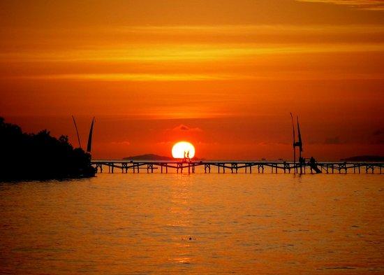 Raja Ampat Dive Resort: Sonnenuntergang am Jetty