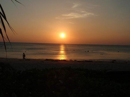 Relax Bay Resort: solnedgang