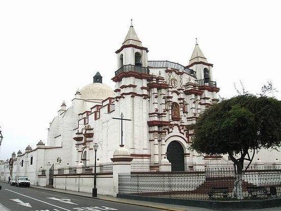 Iglesia y Monasterio El Carmen