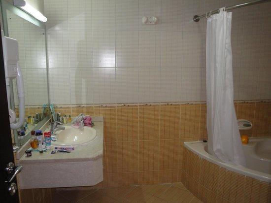 Baity Hotel Apartments: Cuarto de baño