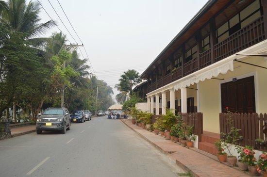 Villa Somphong: front road
