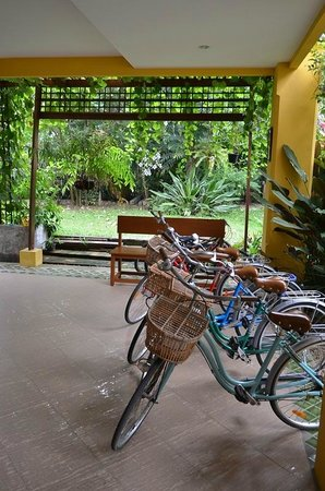 Auangkham Resort: Bicycle for guest use