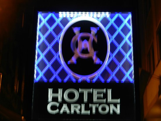 Carlton Hotel Budapest: Sign you see from the street