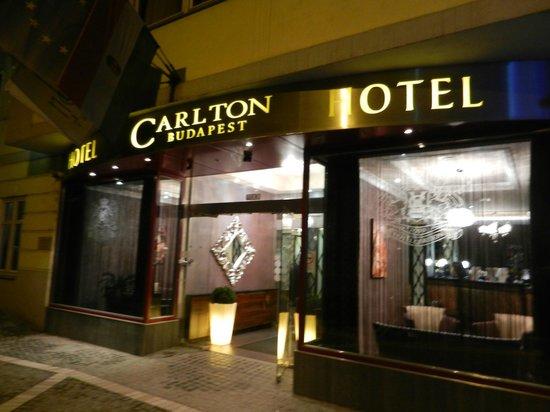 Carlton Hotel Budapest : Main entrance