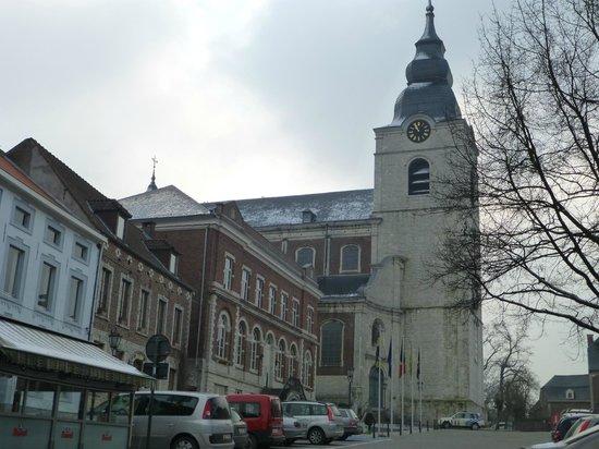B&B Klein Paradijs: L'église de Hoegaarden