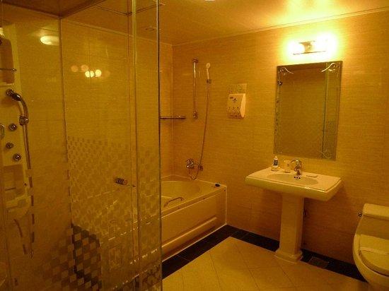 Hotel Kobos: bath