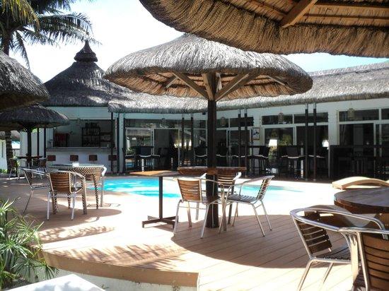 Hotel Des 2 Mondes: Giardino con Piscina