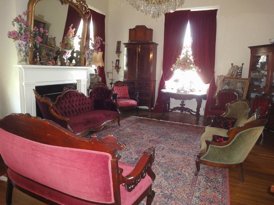 Shadowlawn Bed & Breakfast: Ladies lounge