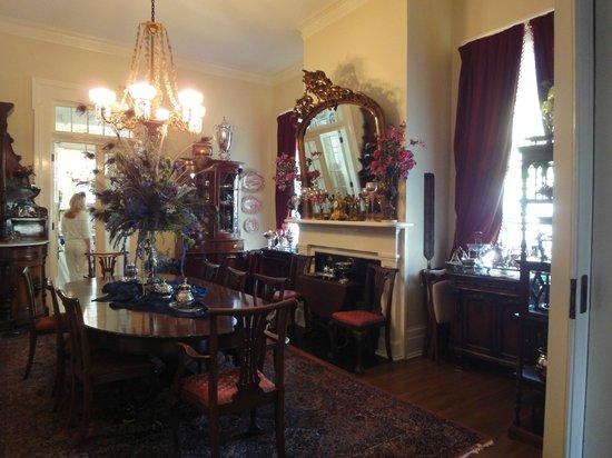 Shadowlawn Bed & Breakfast: breakfast room