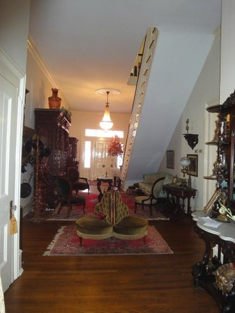 Shadowlawn Bed & Breakfast: Hallway