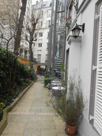 Hameau De Passy : Ingresso e giardino dell'Hotel