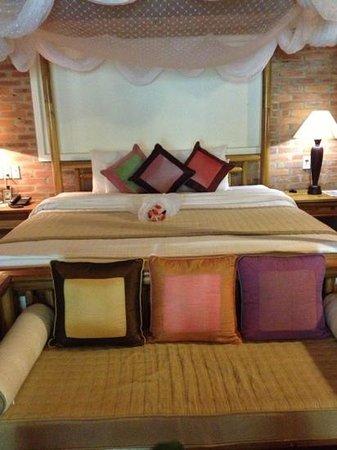 Pilgrimage Village: Bed in our honeymoon suite