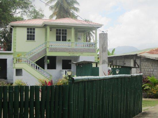The Nixons Bay Side Mangrove Inn: Blick auf das Guesthouse