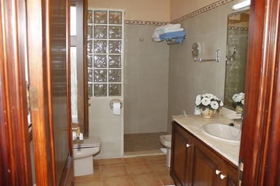 Posada d'es Moli: das Bad mit extra großer Dusche