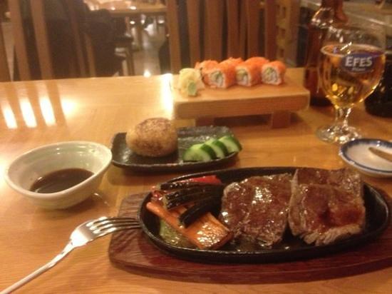 Udonya Restaurant: steak, rice and california maki