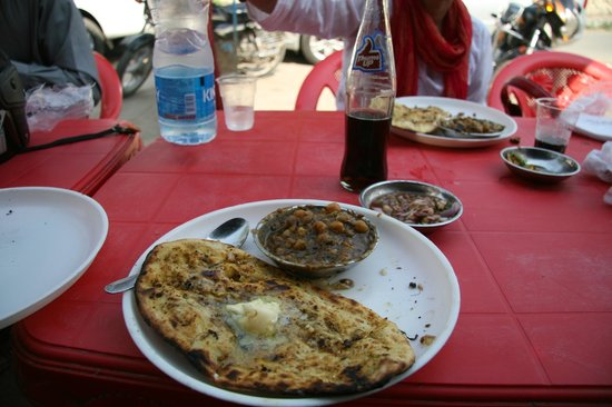 Ashok Kulche Wala : Kulcha with Chole, chutney and Thums Up